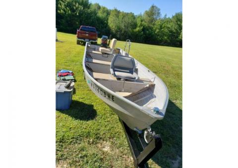Boat, trailer and accessories for sale